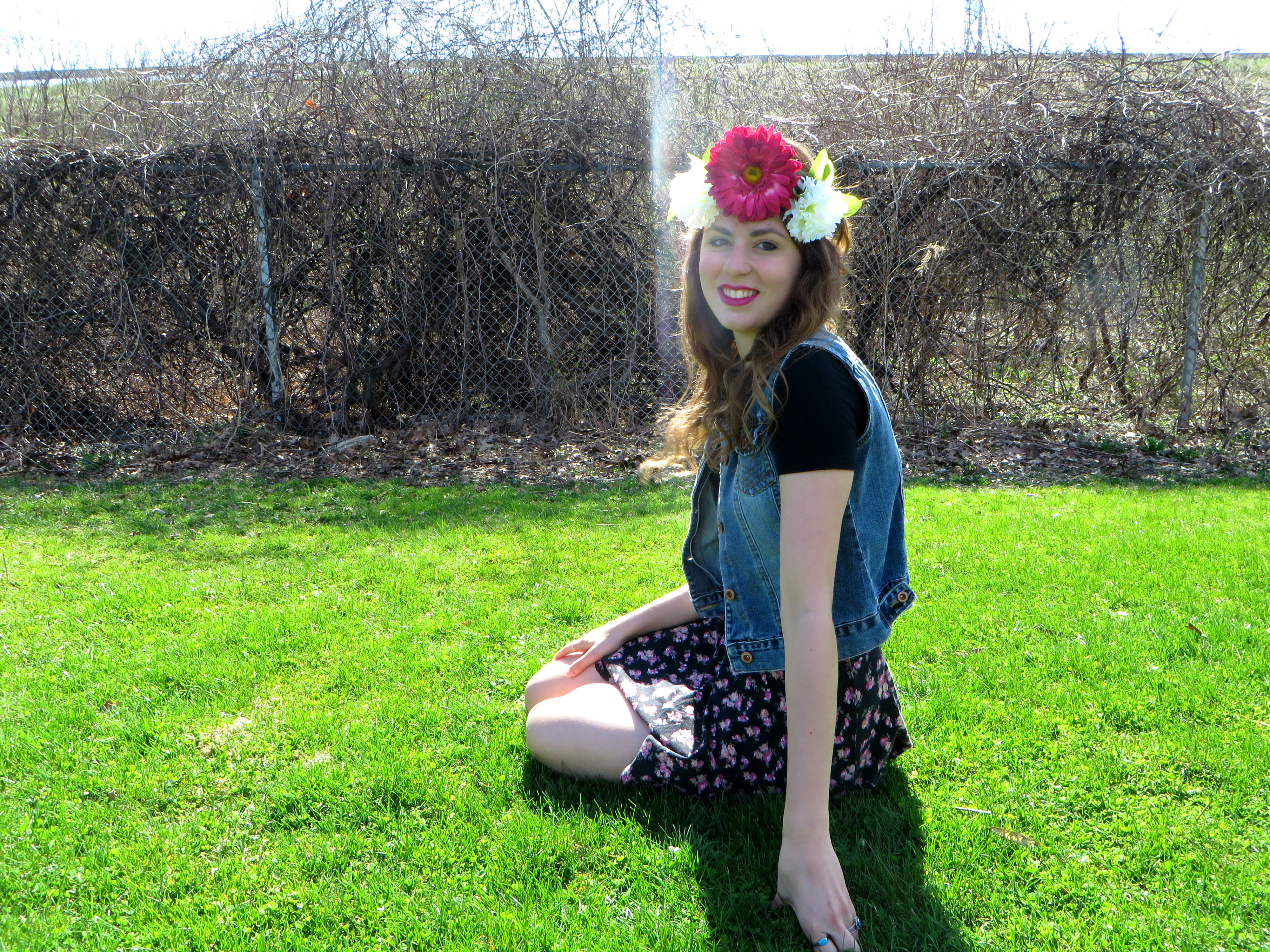 How to wear a flower crown color me kiki i had so much fun taking these pictures it was a gorgeous day out and everything is better in the sunlight its hard to stay stressed when its such a izmirmasajfo